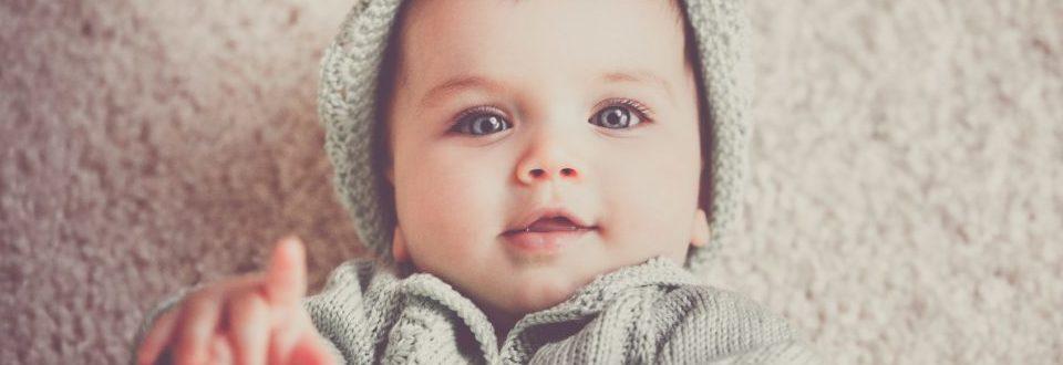 Na zdjęciu widać ogrom szczęścia i radości dziecka, które jest ciekawe świata.